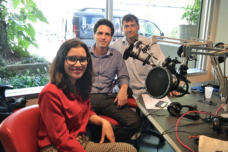 Foto da participação da Lumi no programa Momento Legal, Band AM